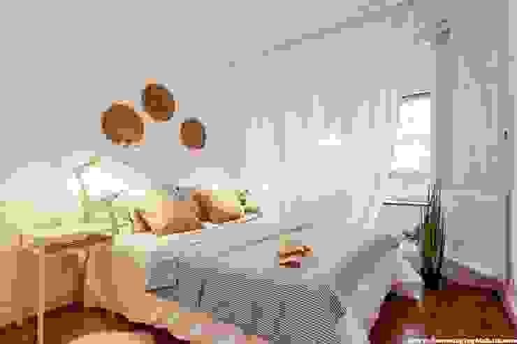 Dormitorio principal después Dormitorios de estilo escandinavo de Home Staging Bizkaia Escandinavo