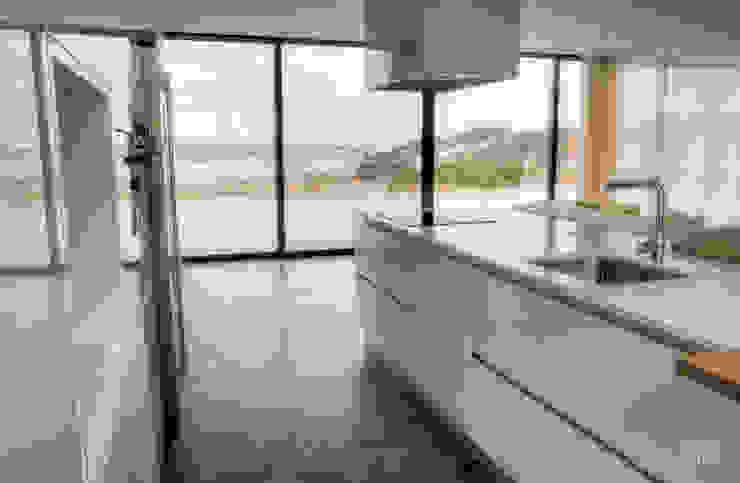 Moderestilo - Cozinhas e equipamentos Lda Cocinas equipadas Blanco