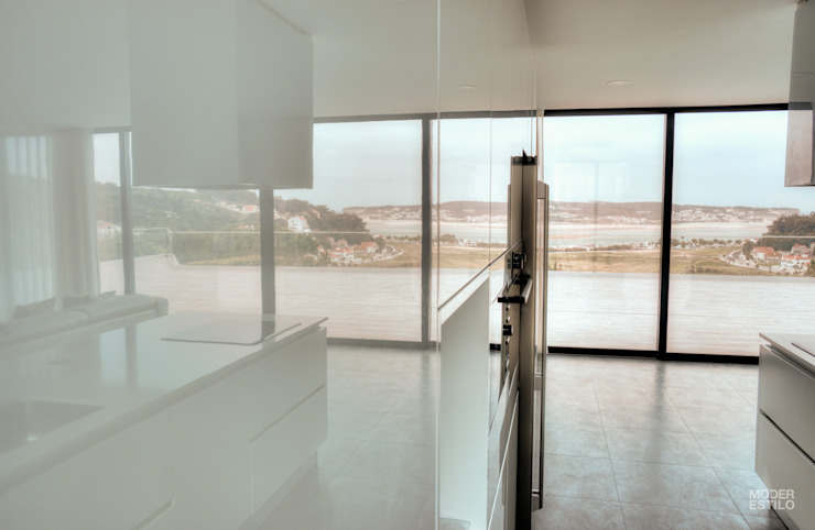 Moderestilo - Cozinhas e equipamentos Lda Cocinas de estilo moderno Blanco