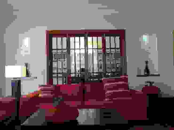 Family room Salones modernos de CESAR MONCADA SALAZAR (L2M ARQUITECTOS S DE RL DE CV) Moderno