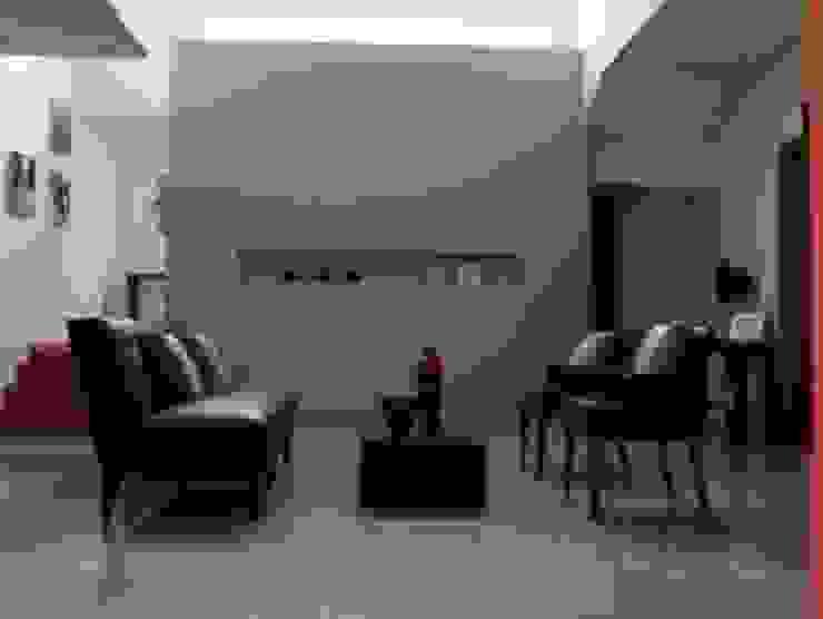 Recibidor Pasillos, vestíbulos y escaleras modernos de CESAR MONCADA SALAZAR (L2M ARQUITECTOS S DE RL DE CV) Moderno