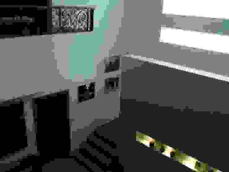 Escaleras de CESAR MONCADA SALAZAR (L2M ARQUITECTOS S DE RL DE CV) Moderno