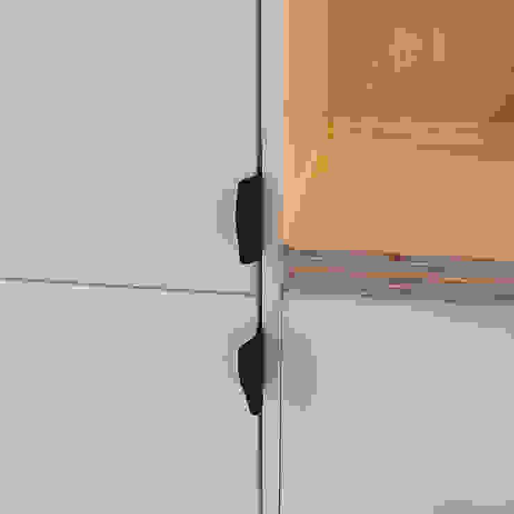 Multiplex keuken Moderne keukens van studioMERZ Modern