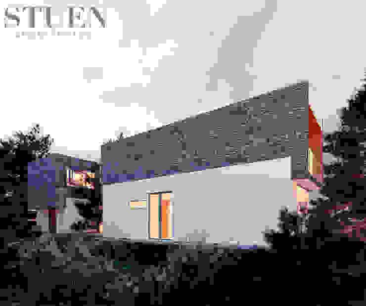 by Stuen Arquitectos Modern Stone