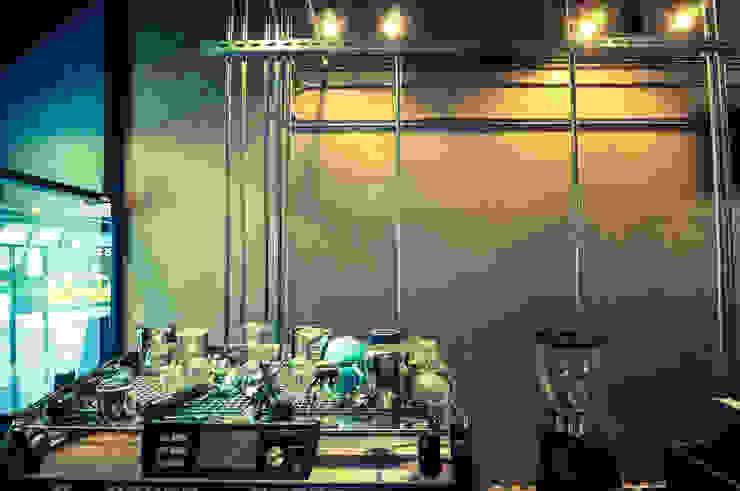 High-Tech _ Lofting Coffee _ Inside_F 泫工所構築設計研究室 Offices & stores