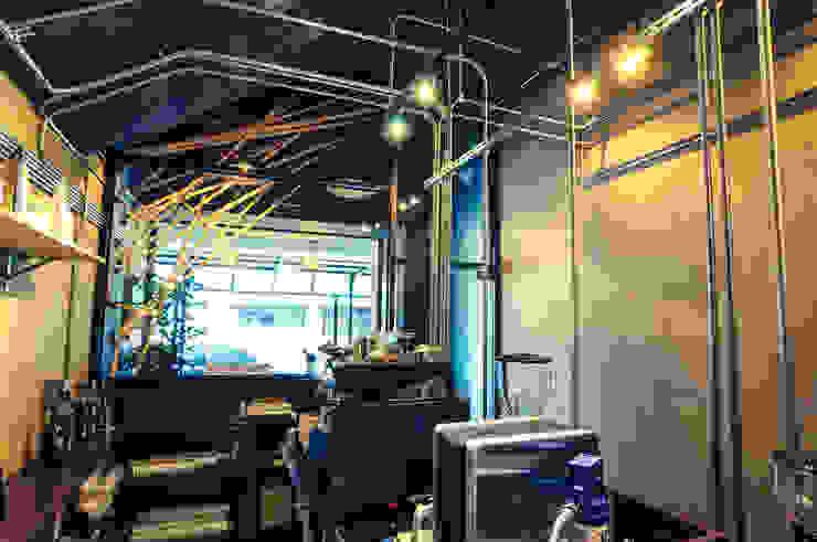 High-Tech _ Lofting Coffee _ Inside_B 根據 泫工所構築設計研究室 工業風