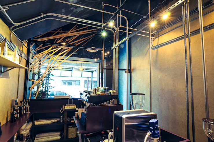 High-Tech _ Lofting Coffee _ Inside_B 泫工所構築設計研究室 Offices & stores