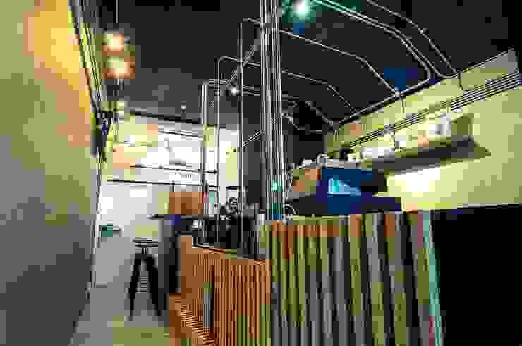 High-Tech _ Lofting Coffee _ Inside_A 泫工所構築設計研究室 Offices & stores