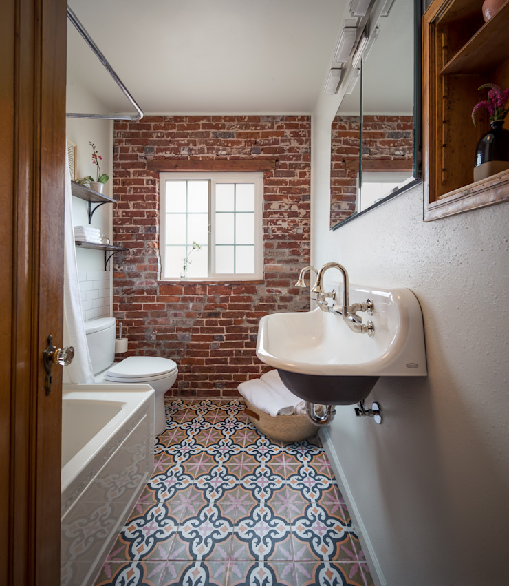 Eclectic style bathroom by Laura Medicus Interiors Eclectic