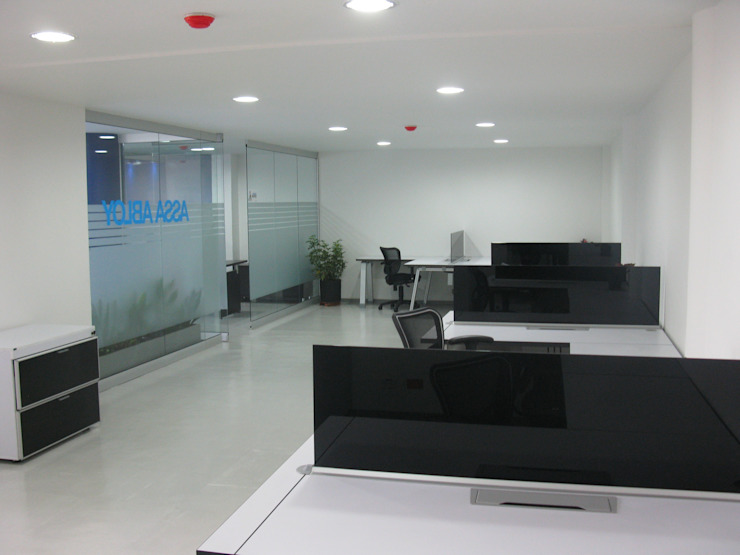 modern  by Corte Verde SAS, Modern