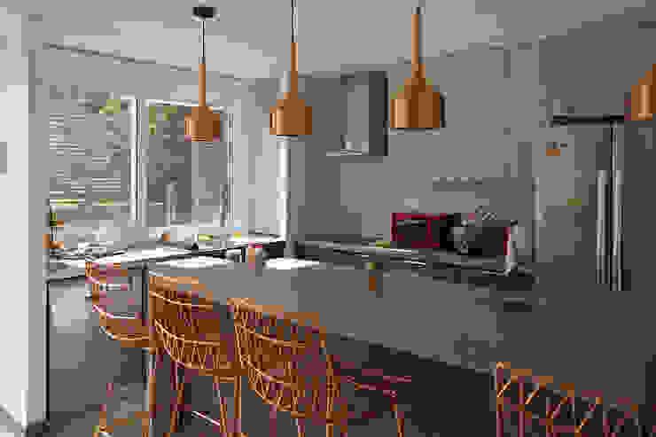 CASA AP Casas estilo moderno: ideas, arquitectura e imágenes de NEF Arq. Moderno