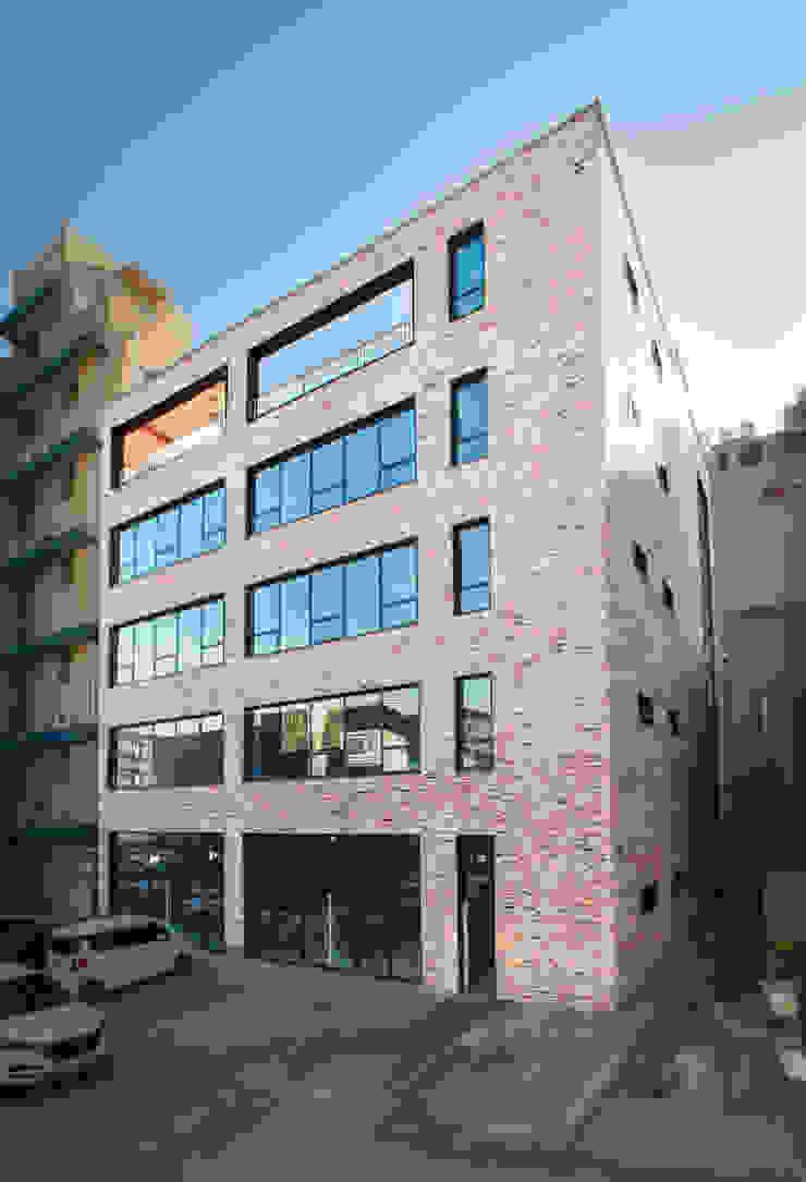 반석동 복합빌딩 모던스타일 주택 by 위 종합건축사사무소 모던 벽돌