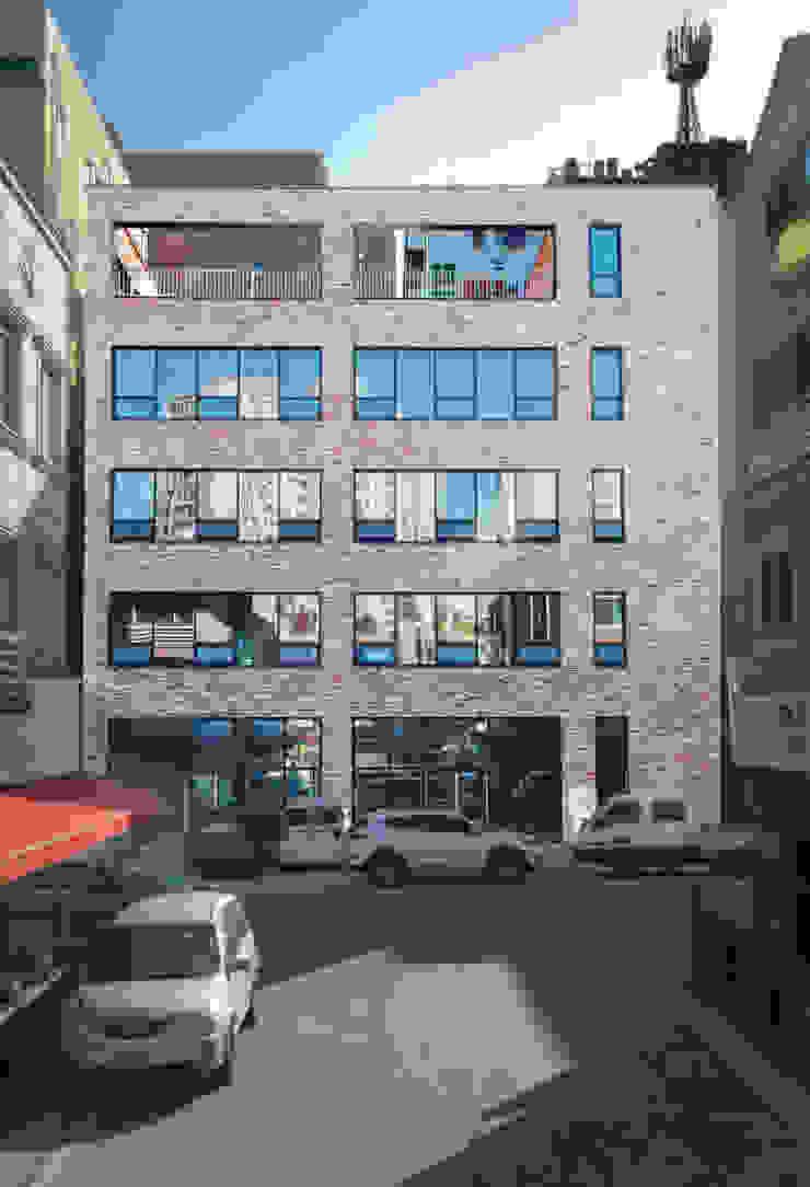 반석동 복합빌딩 모던스타일 주택 by 위 종합건축사사무소 모던