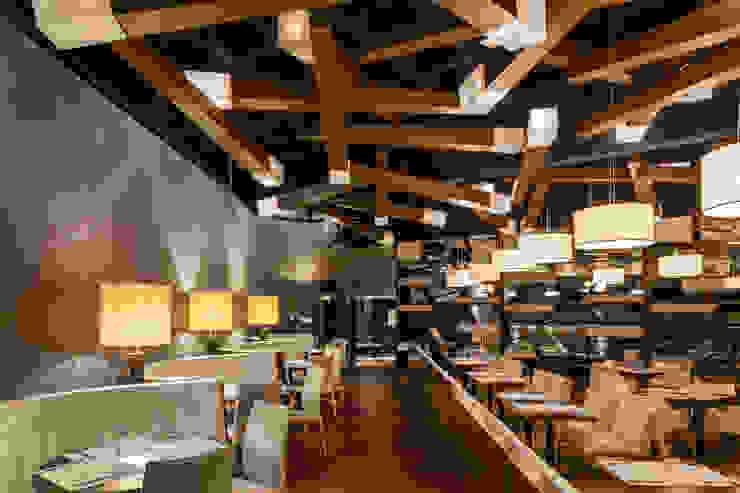 vista del restaurante Comedores modernos de Daniel Cota Arquitectura   Despacho de arquitectos   Cancún Moderno Madera Acabado en madera