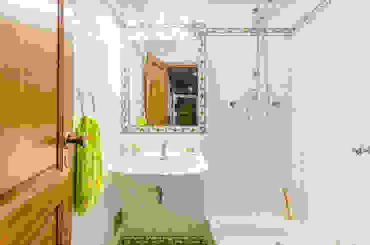 Casas de banho mediterrânicas por homify Mediterrânico