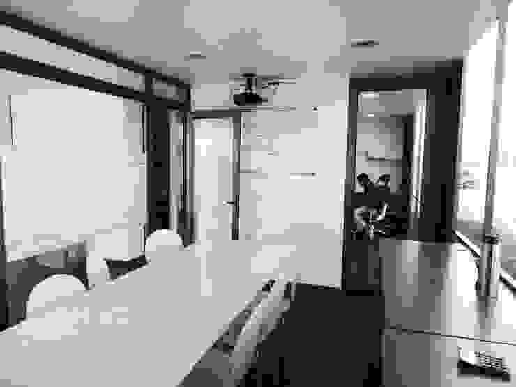 Oficinas Modulares Transportables Salas multimedia de estilo minimalista de m2 estudio arquitectos - Santiago Minimalista