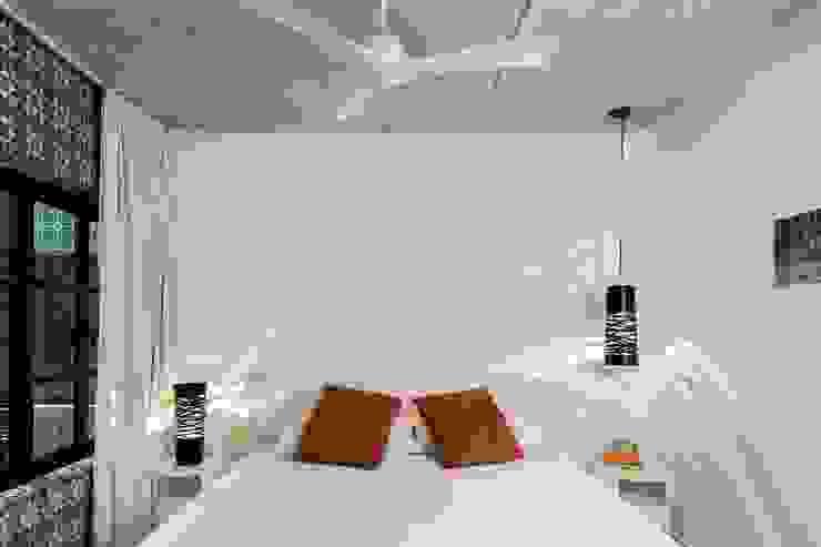 Cuartos de estilo moderno de Daniel Cota Arquitectura   Despacho de arquitectos   Cancún Moderno Ladrillos