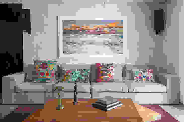 现代客厅設計點子、靈感 & 圖片 根據 Daniel Cota Arquitectura | Despacho de arquitectos | Cancún 現代風 陶器