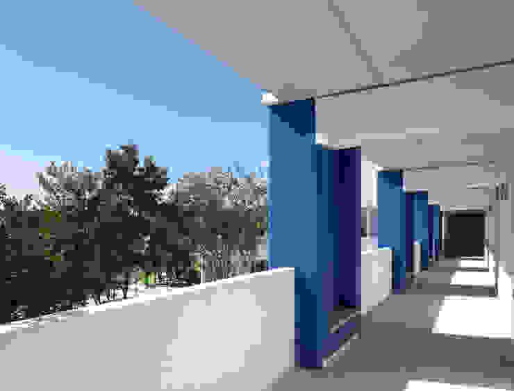 Daniel Cota Arquitectura | Despacho de arquitectos | Cancún Modern Study Room and Home Office Concrete Multicolored