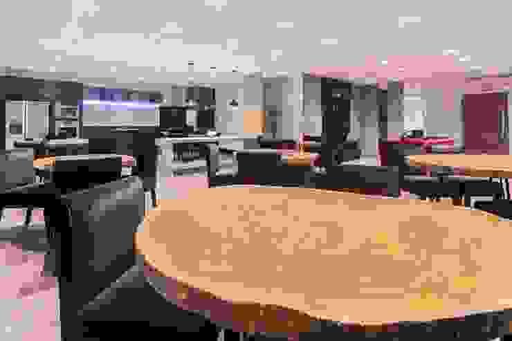 Modern Dining Room by ZAAV Arquitetura Modern