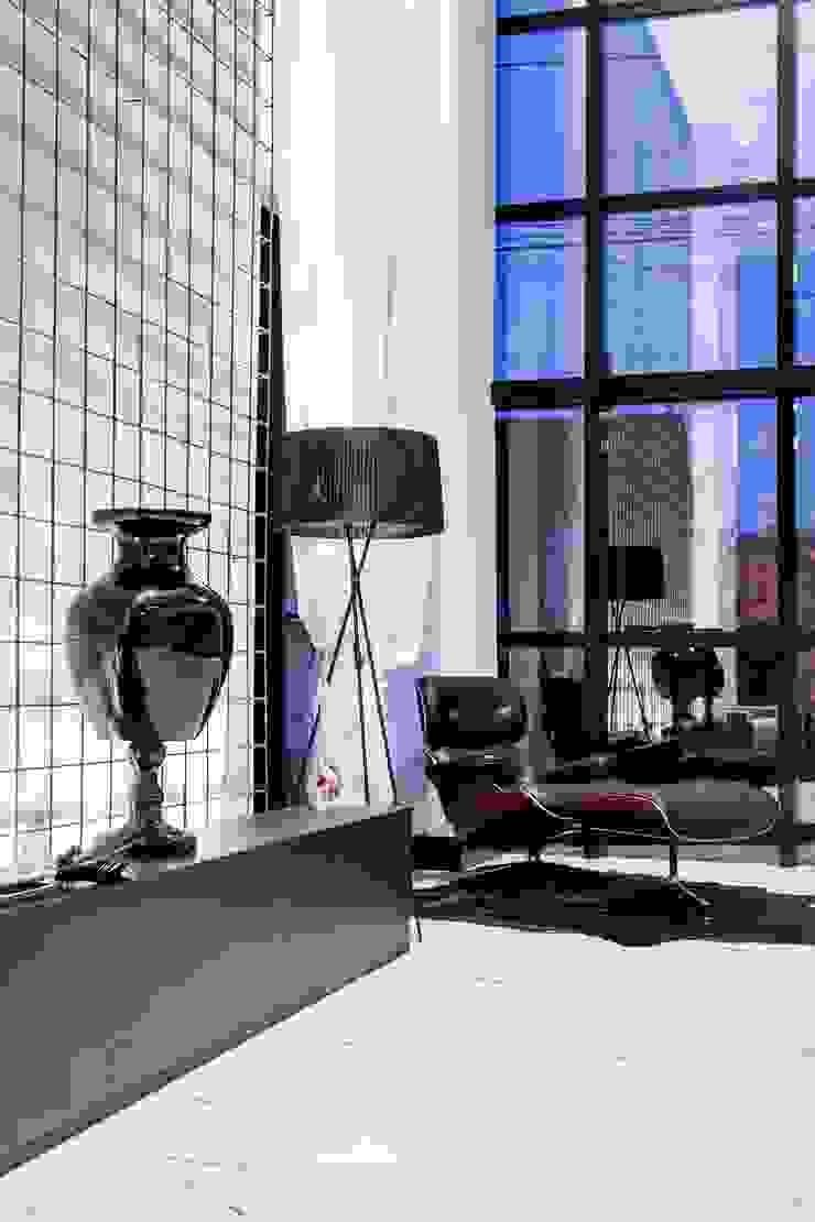 Modern Dressing Room by ZAAV Arquitetura Modern