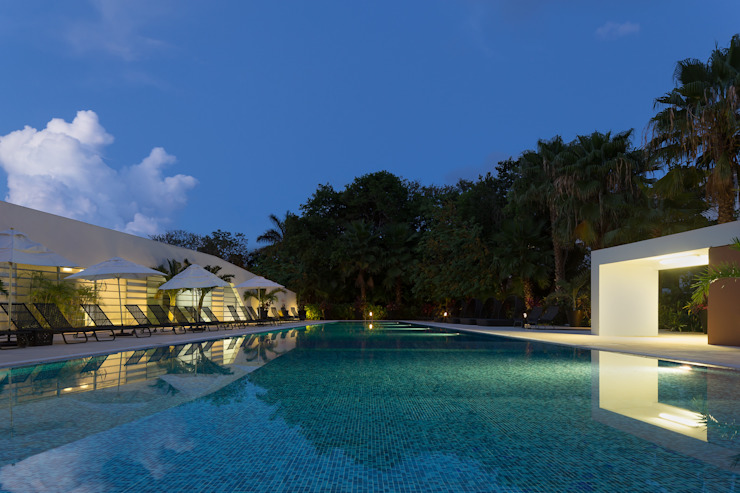 casa club de golf grand coral riviera maya de Daniel Cota Arquitectura   Despacho de arquitectos   Cancún Moderno Azulejos