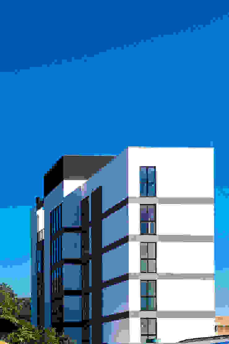 Modern Houses by ZAAV Arquitetura Modern