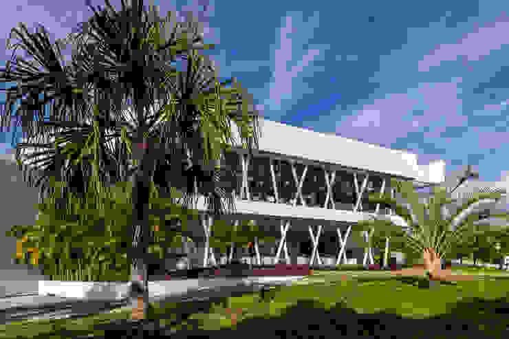 casa club de golf grand coral riviera maya Estudios y despachos modernos de Daniel Cota Arquitectura   Despacho de arquitectos   Cancún Moderno Concreto