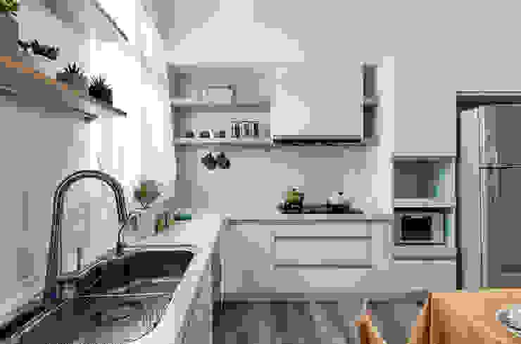 Muebles de cocinas de estilo  por 達譽設計