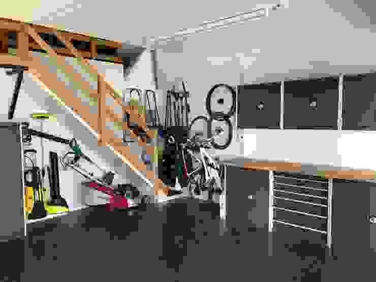 Garageflex Case Study of a Fantastic Garage Makeover in Hertfordshire:  Garage/shed by Garageflex,