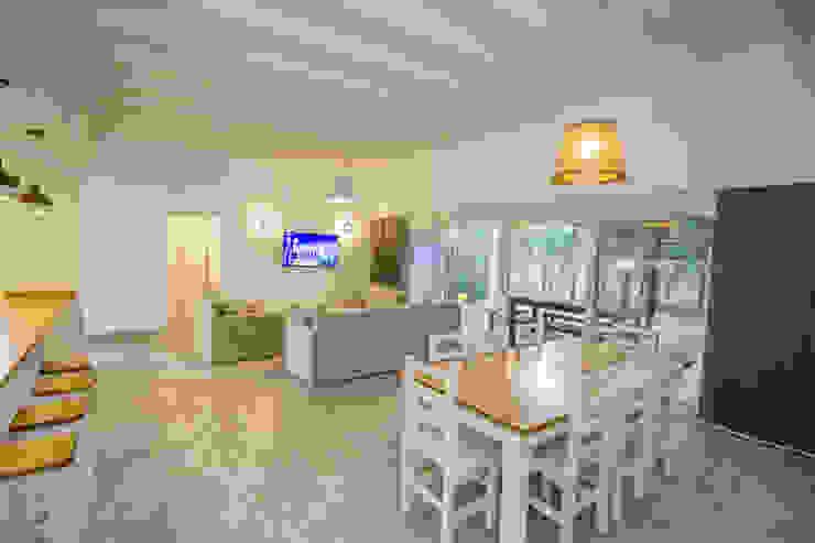 JOM HOUSES Modern dining room