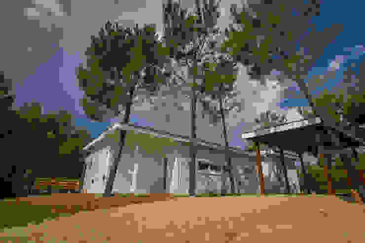 Casa modular en el barrio de Costa Esmeralda Casas modernas: Ideas, imágenes y decoración de JOM HOUSES Moderno