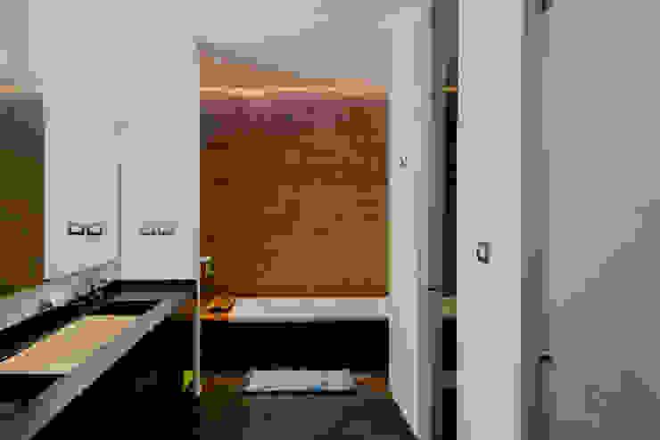 BAÑO PRINCIPAL Baños de estilo moderno de GRUPO VOLTA Moderno