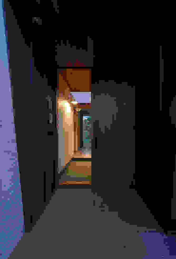 toki Architect design office Front doors Wood Brown