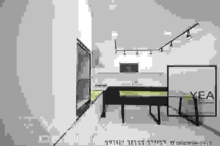 수납은 최대한으로, 깨끗하고 정갈한 주방만들기: 예아디자인   [주]디자인그룹예아의 현대 ,모던 우드 우드 그레인