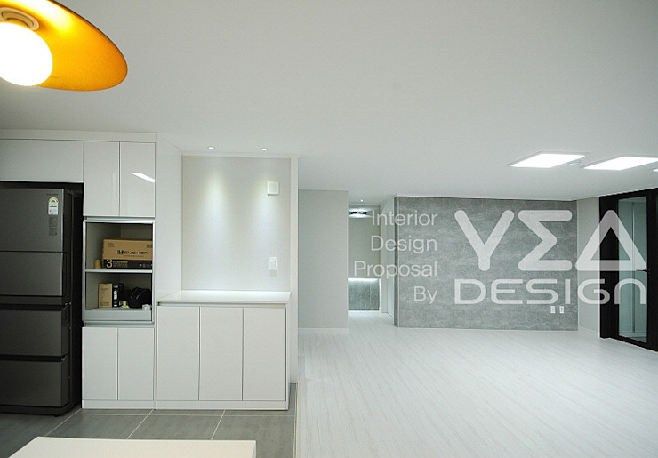 수납만을 생각하지 않는 낮은수납장의 활용팁: 예아디자인   [주]디자인그룹예아의 현대 ,모던 우드 + 플라스틱