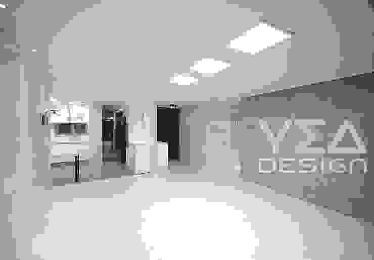 깨끗하고 넓은 느낌의 거실 모던스타일 거실 by 예아디자인 [주]디자인그룹예아 모던 우드 + 플라스틱