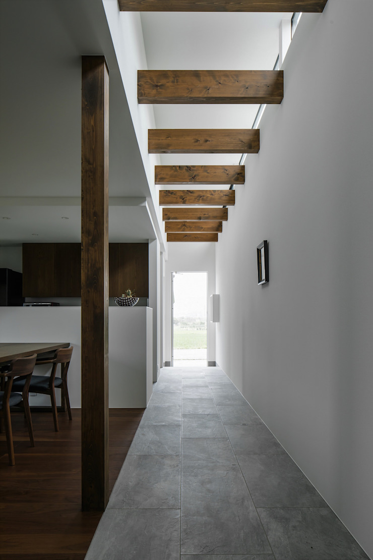 Modern Corridor, Hallway and Staircase by ALTS DESIGN OFFICE Modern
