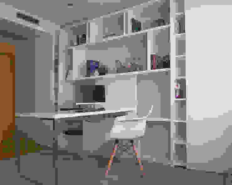 Home office por 411 - Design e Arquitectura de Interiores Moderno