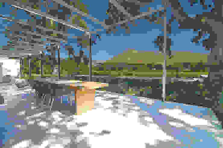 The Stoep Modern Terrace by Van der Merwe Miszewski Architects Modern Concrete
