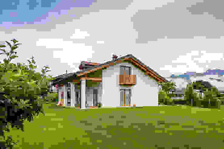 Woodbau Srl Casas de madera Madera Blanco
