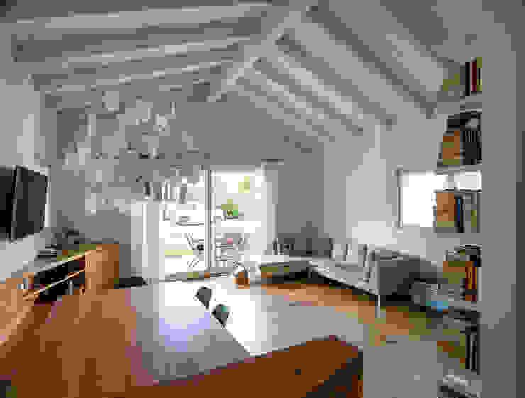 Woodbau Srl Ruang Keluarga Modern