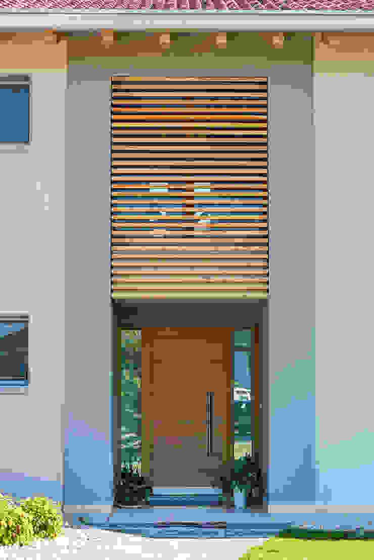 Woodbau Srl Koridor & Tangga Klasik Kayu Brown