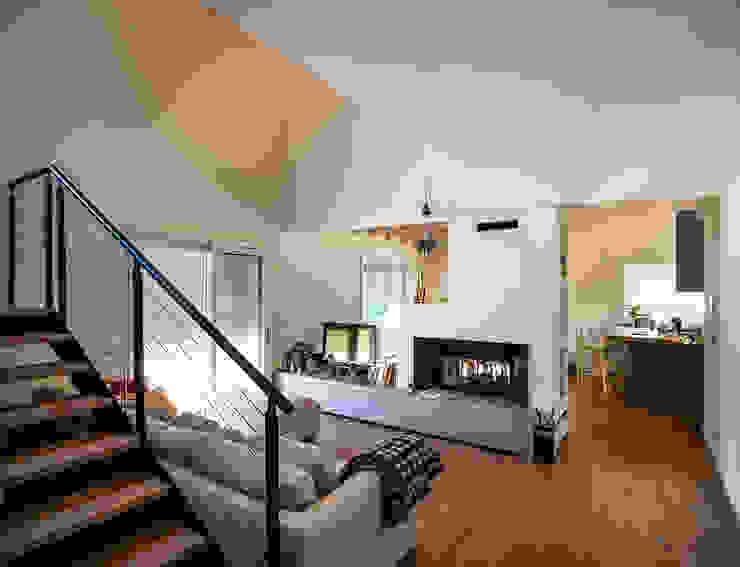 Woodbau Srl Ruang Keluarga Klasik Kayu Brown