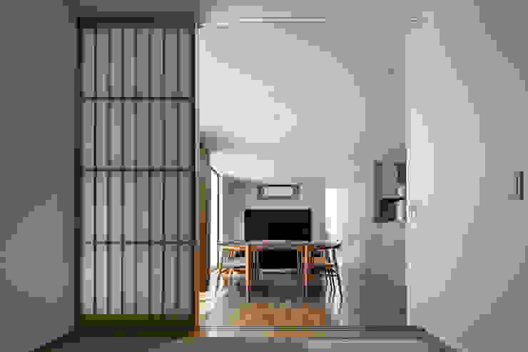松岡淳建築設計事務所 Modern style media rooms