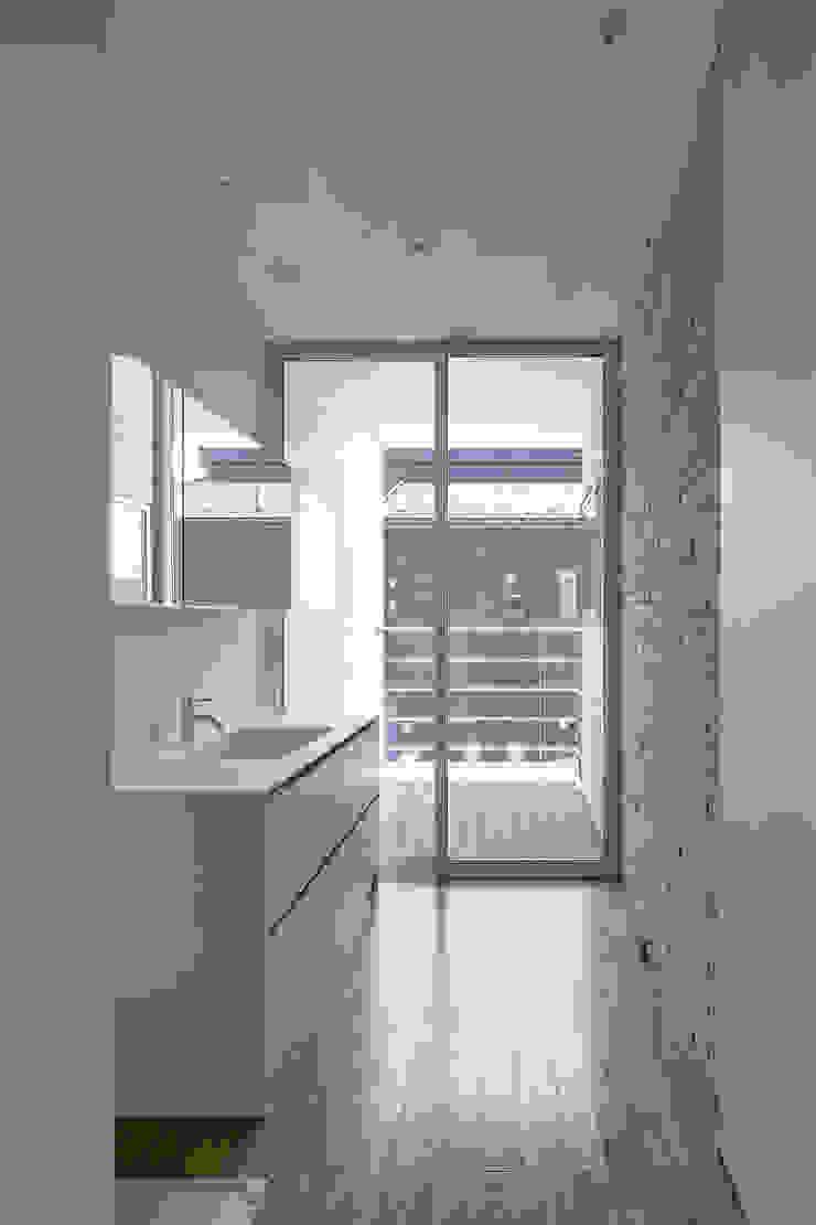 松岡淳建築設計事務所 Modern style bathrooms