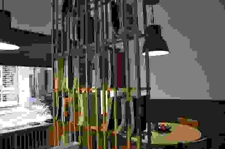Libreria divisorio Negozi & Locali commerciali moderni di Studio Forma Moderno