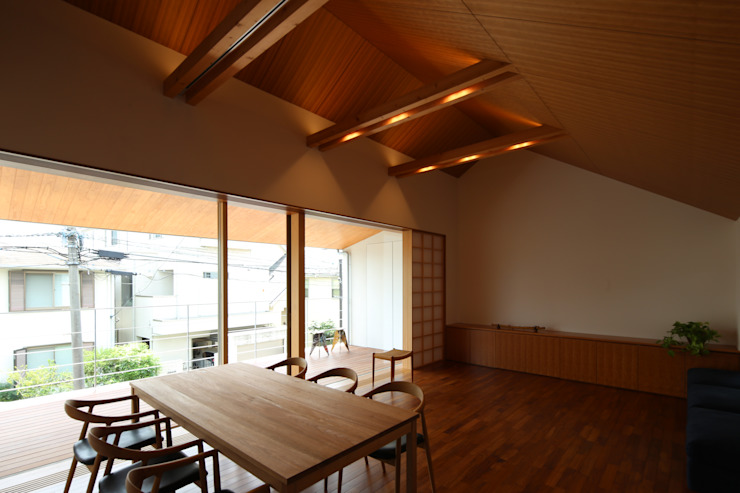 つなぎ梁の家 西島正樹/プライム一級建築士事務所 ダイニングルームテーブル 木 木目調