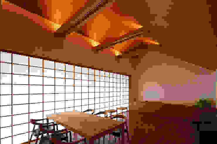 つなぎ梁の家 西島正樹/プライム一級建築士事務所 窓&ドアドア 木 木目調