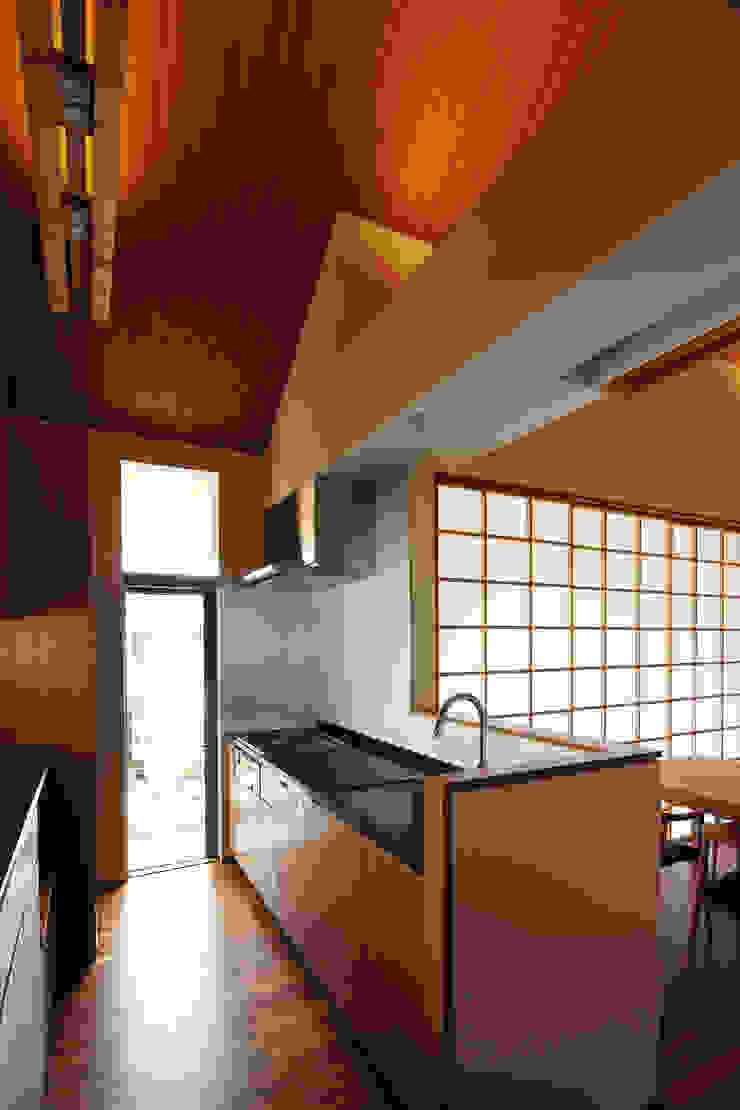 つなぎ梁の家 西島正樹/プライム一級建築士事務所 キッチンカウンター 大理石 黒色